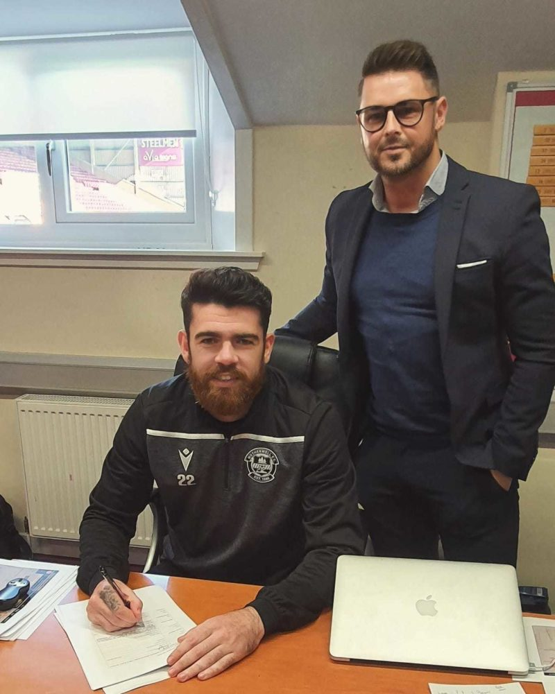 Liam Donnelly Signs New Deal at Motherwell