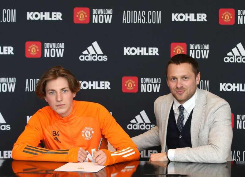 Charlie Savage Signs Professional Contract with Manchester United