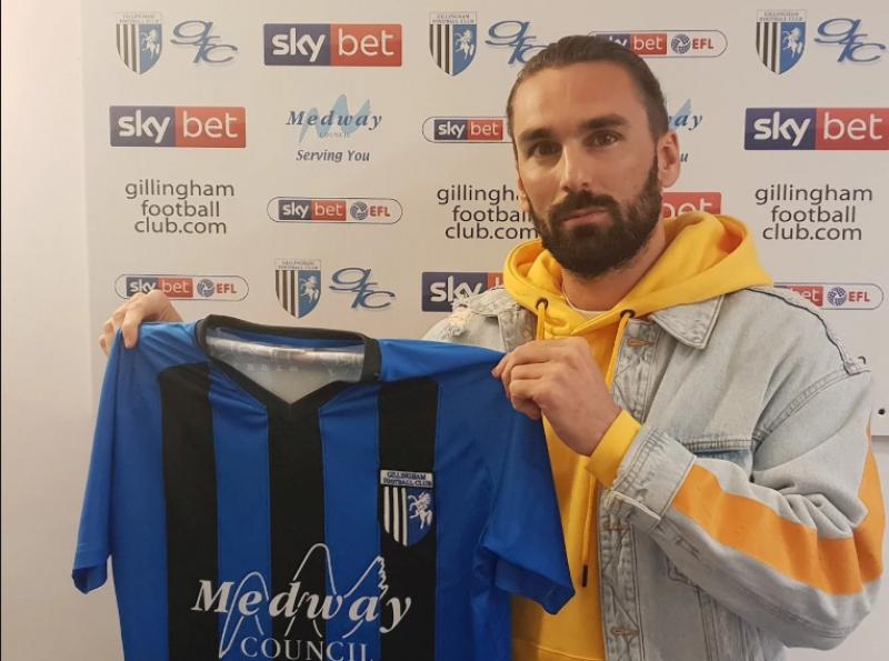 Ricky Holmes joins Gillingham on loan